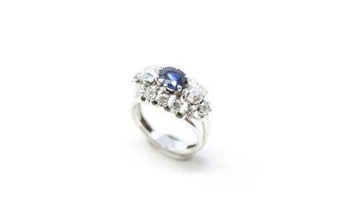 18K (750) white gold ring set with a cushion sapphire set with two lines of old-cut diamonds and two lines of modern brilliant-cut diamonds.