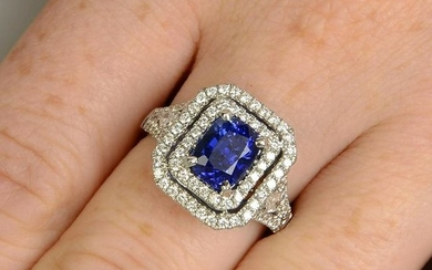 A sapphire and diamond cluster ring. Sapphire weight