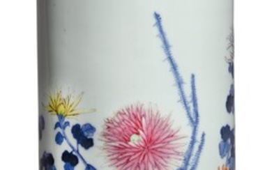 A BLUE AND WHITE AND FAMILLE-ROSE 'CHRYSANTHEMUM' HAT STAND, REPUBLIC PERIOD