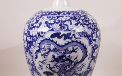 A Chinese blue and white porcelain meiping vase with decorat...