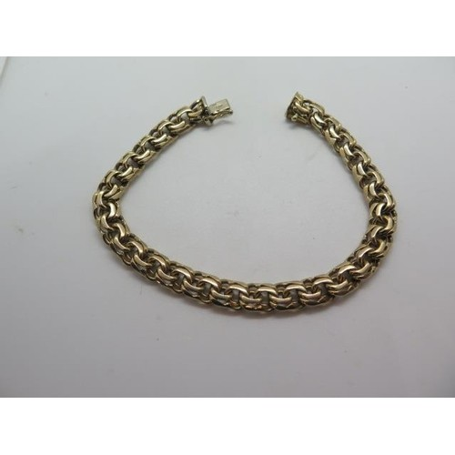 A hallmarked 9ct yellow gold link bracelet, 21cm long, appro...