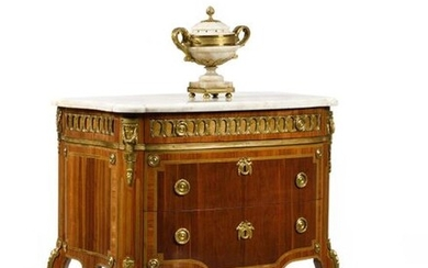Amaranth and rosewood chest of drawers, curved on the front and sides, opening with three drawers, with stained wood frame and light wood fillets, the white marble top (applied) resting on rounded uprights finished with curved legs, ornamented with...