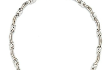 An 18 Karat White Gold and Diamond Collar Necklace,