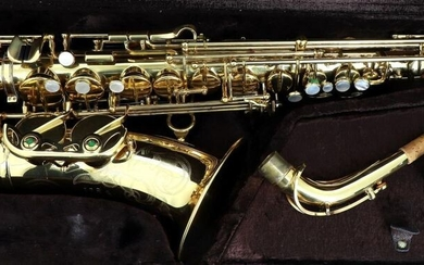 BUFFET CRAMPON - Alto saxophone in E flat, brand Buffet Crampon, excellent condition, well maintained (made in the 80's), with case, tripod and maintenance accessories. Little used.