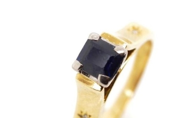 Blue spinel set 18ct yellow gold ring marked 18ct. Approx we...