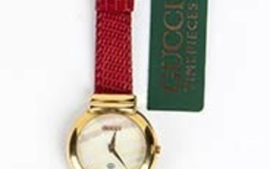 GUCCI WOMEN WRISTWATCH 80s A Gucci 5300L gold plated steel...