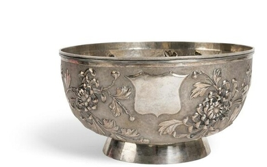 LARGE EXPORT SILVER 'CHRYSANTHEMUM' BOWL QING DYNASTY