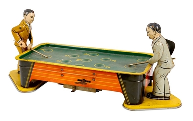 VINTAGE 1940S RANGER TINPLATE WIND UP POOL TABLE AND PLAYERS
