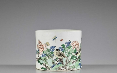 A FAMILLE VERTE 'MAGPIES' BRUSHPOT, BITONG
