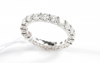 A FULL DIAMOND ETERNITY RING IN 18CT WHITE GOLD, COMPRISING TWENTY ROUND BRILIANT CUT DIAMONDS TOTALLING 2.92CTS, SIZE M, 3.6GMS