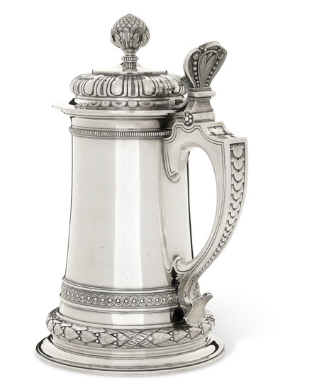 A LARGE PARCEL-GILT SILVER TANKARD AND COVER, MARKED K. FABERGÉ WITH IMPERIAL WARRANT, WITH THE WORKMASTER'S MARK OF STEPHAN WÄKEVA, ST PETERSBURG, 1899-1904