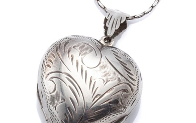 A STERLING SILVER FOLD OUT HEART LOCKET ON CHAIN; 28mm locket with scroll engraving opens up four fold to clover pattern on swage li...