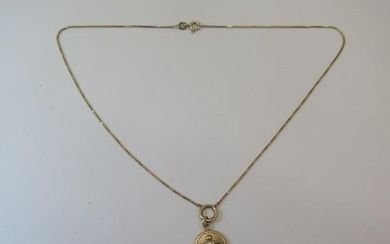 A hallmarked 9ct yellow gold pendant and chain, approx 40cm ...