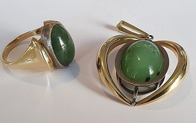 A jade jewelley set comprising a pendant and a ring each set with a cabochon jade, mounted in 14k gold and white gold. (2)
