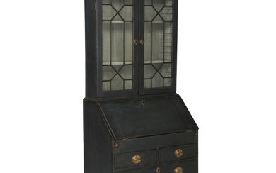 A painted George III bureau with upper part. England, late 18th century. H. 202 cm. W. 86 cm. D. 52 cm.