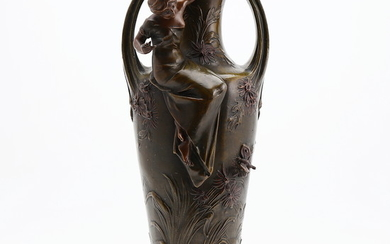 Art Nouveau vase in patinated calamine, early decades of the 20th Century.
