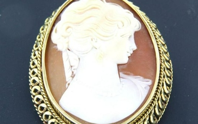 Cameo brooch with ladies portrait