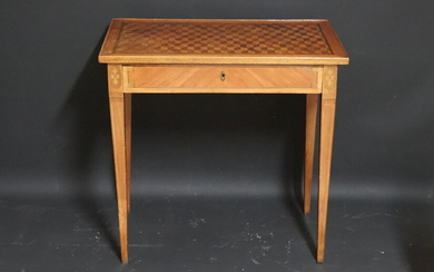 Middle table top in marquetry of bottomless cubes. Two side pulls. Louis XVI style. Dimensions : 74 x 46 x 76 cmLouis XVI style middle table.