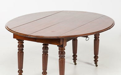 Oval dining table in mahogany, 20th Century.