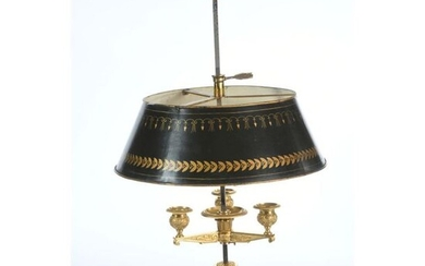 Pretty EMPIRE BOUILLOTTE LAMP in gilt bronze in its beautiful antique gilding with a round base. It has 3 lights finely decorated with scrolls and palmettes. Shade in adjustable sheet metal. Ep.beginning of XIXth century. H.65 Diam.38.