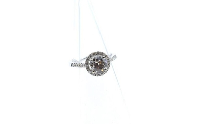 Ring in 18 ct white gold set with 1 brilliant +/- 1.20 ct and 28 brilliants +/- 0.40 ct - 4.4 g (Size: 53)