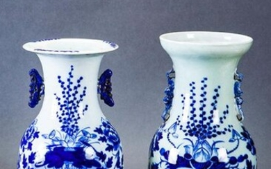 Set of two vases in blue and white oriental porcelain with flower decoration. Sealing wax on the base. Measurements: 42,5 cm. Exit: 100uros. (16.639 Ptas.)