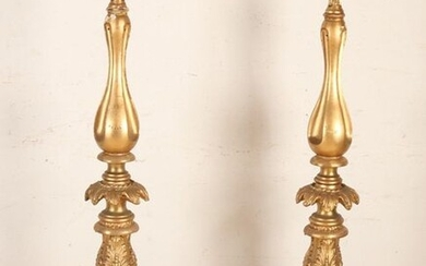 Two high 19th century gilded wooden pedestals. Gold leaf. Floral / rose decor. France or Italy. Light damage. Dimensions: H 145 cm. In good condition.
