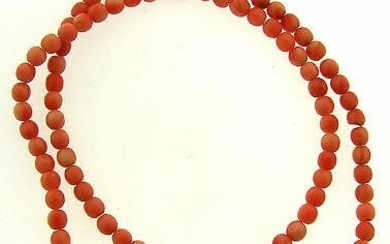 VINTAGE C.1950 CORAL STRAND NECKLACE WITH SCREW ON