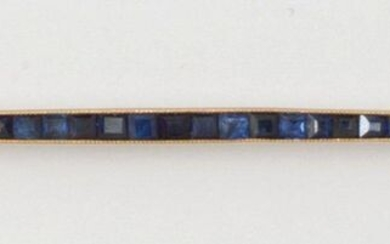 """Yellow gold """"Barrette"""" brooch, set with calibrated sapphires. Length: 7cm. Gross weight: 4g."""