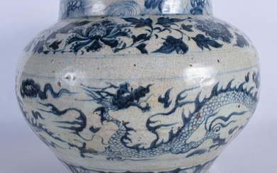 A LARGE CHINESE BLUE AND WHITE GUAN JARDINIERE Yuan