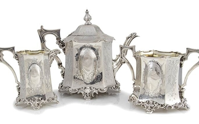 An English Victorian sterling silver tea service - London 1845,...