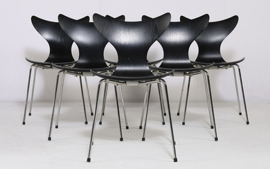 Arne Jacobsen. A set of six chairs 'The Lily', model 3108. (6)