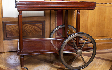 Auxiliary cart in mahogany wood on wheel legs, 19th century. Size: 73x45x80 cm. Exit: 180uros. (29.949 Ptas.)