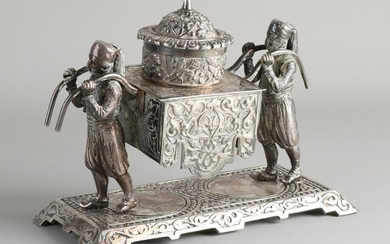 Large antique plated brass inkwell with Arabs. Historicism. Circa 1880. Dimensions: 18 x 22 x 10 cm. In good condition.