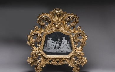 MERCURY MIRROR in carved and gilded wood The frame of the mirror is slightly trapezoidal and animated in the upper part. The engraved mirror presents a mythological scene depicting Mercury. Deep acanthus leaves rolled up and openworked with flowers...