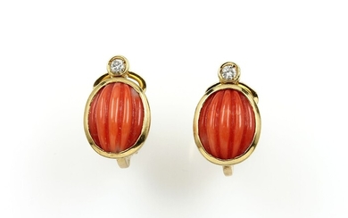 Pair of 18 kt gold ear clips...