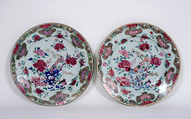 Pair of Chinese 18th century plates in porcelain with Famille Rose garden decor - diameter : ca 22,5 cm ||pair or 18th Cent. Chinese plates in porcelain with Famille Rose decor with garden view