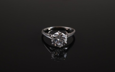 RING in white gold 750 thousandths adorned with a round brilliant cut diamond (Stone to be tightened). Finger size: 57 (balls). Gross weight: 3.7 g.