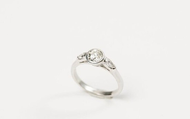 Ring in white gold 750°/°°°° centered by an old cut...
