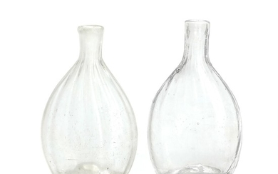 Two 19th century clear glass hip flasks with optical lines. H. 12 and 12.5 cm. (2)