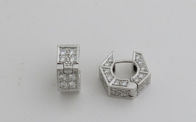 White gold creoles, 750/000, with diamonds.