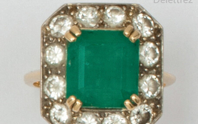 Yellow gold ring, set with a rectangular emerald...
