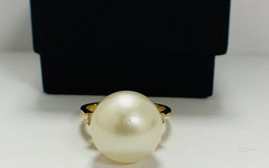 14ct Yellow Gold Pearl and Diamond ring featuring...