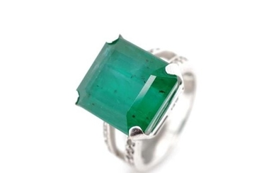 15.80ct Emerald set 18ct white gold ring with pave diamond s...