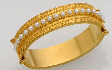 18K (750°/°°) yellow gold bracelet with filigree friezes, one half set with a row of probably fine pearls.