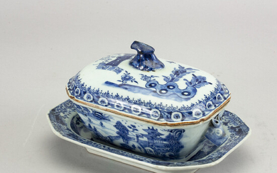 A Chinese Qianlong blue and white porcelain tureen with sauser