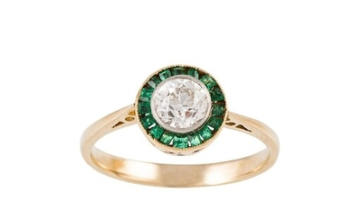 A DIAMOND AND EMERALD TARGET CLUSTER RING, the old cut diamo...