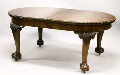 A GEORGIAN STYLE MAHOGANY EXTENDING DINING TABLE WITH