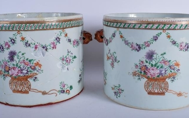 A LARGE PAIR OF 18TH CENTURY CHINESE EXPORT FAMILLE