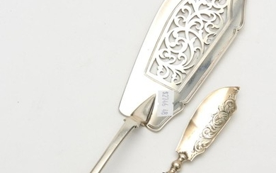 A STERLING SILVER FISH SERVER TOGETHER WITH STERLING SILVER BUTTER KNIFE